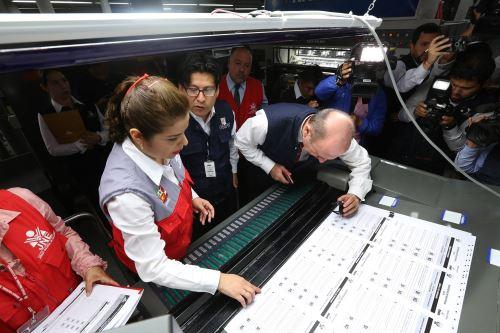 JNE fiscaliza prueba de impresión de cédulas a usarse en referéndum