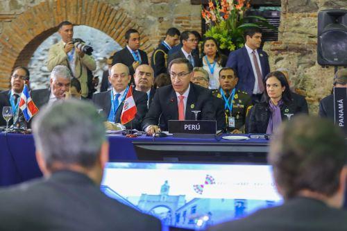 Jefe de Estado participa en la XXVI Cumbre Iberoamericana en Guatemala.