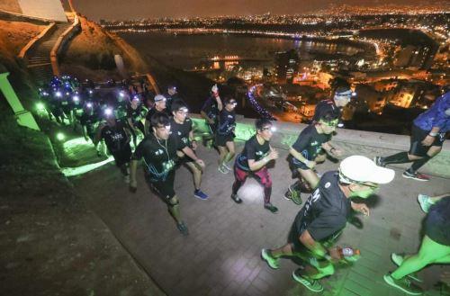 Los deportistas retaron al Morro Solar en la Movistar Lima Night Run 2018