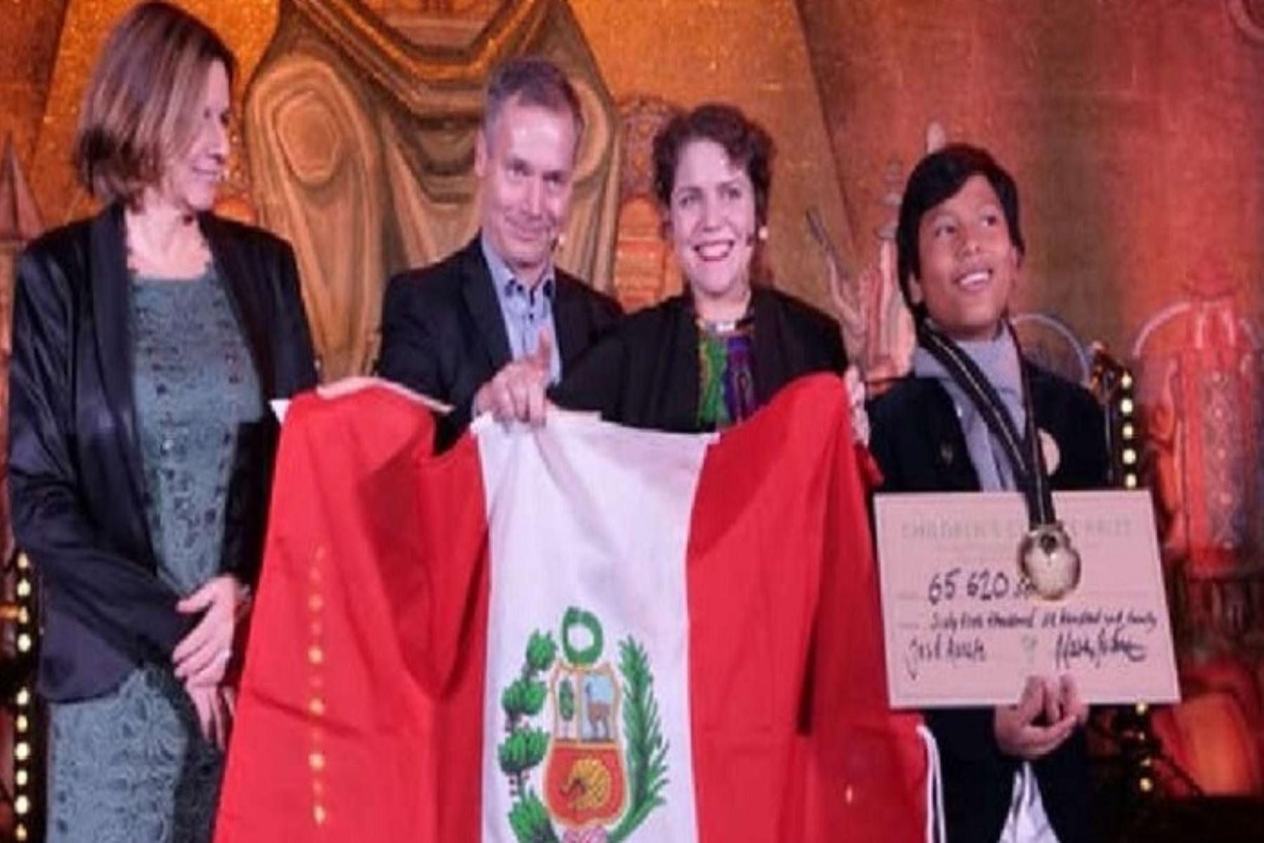 """José Adolfo Quisocala Condori, un niño de solo 13 años, natural de Arequipa y conocido como """"el niño banquero"""", recibió el Premio Climático Infantil 2018 que otorga la empresa Telge Energi en Estocolmo (Suecia)."""