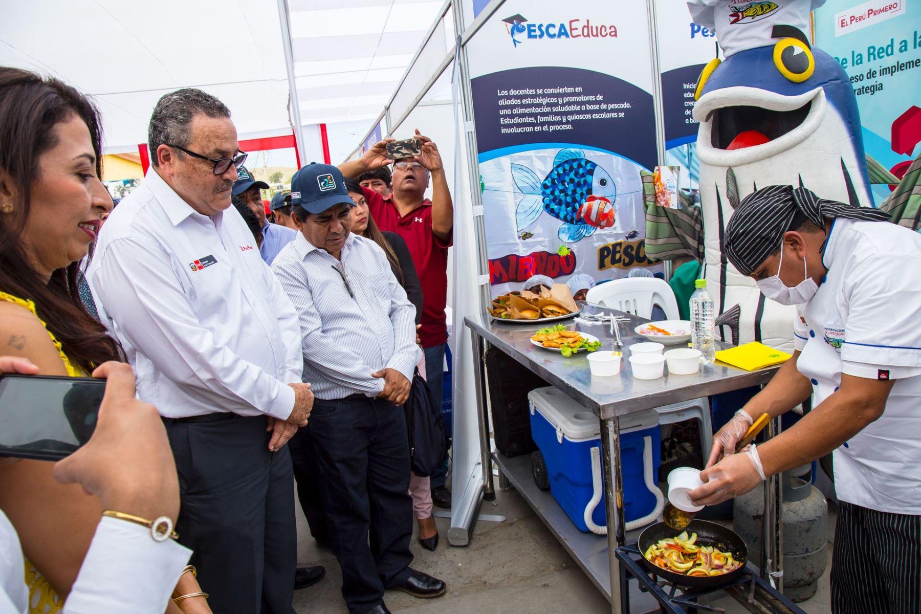 Viceministro de Pesca y Acuicultura, Javier Atkins. en feria gastronómica. Foto: Cortesía.
