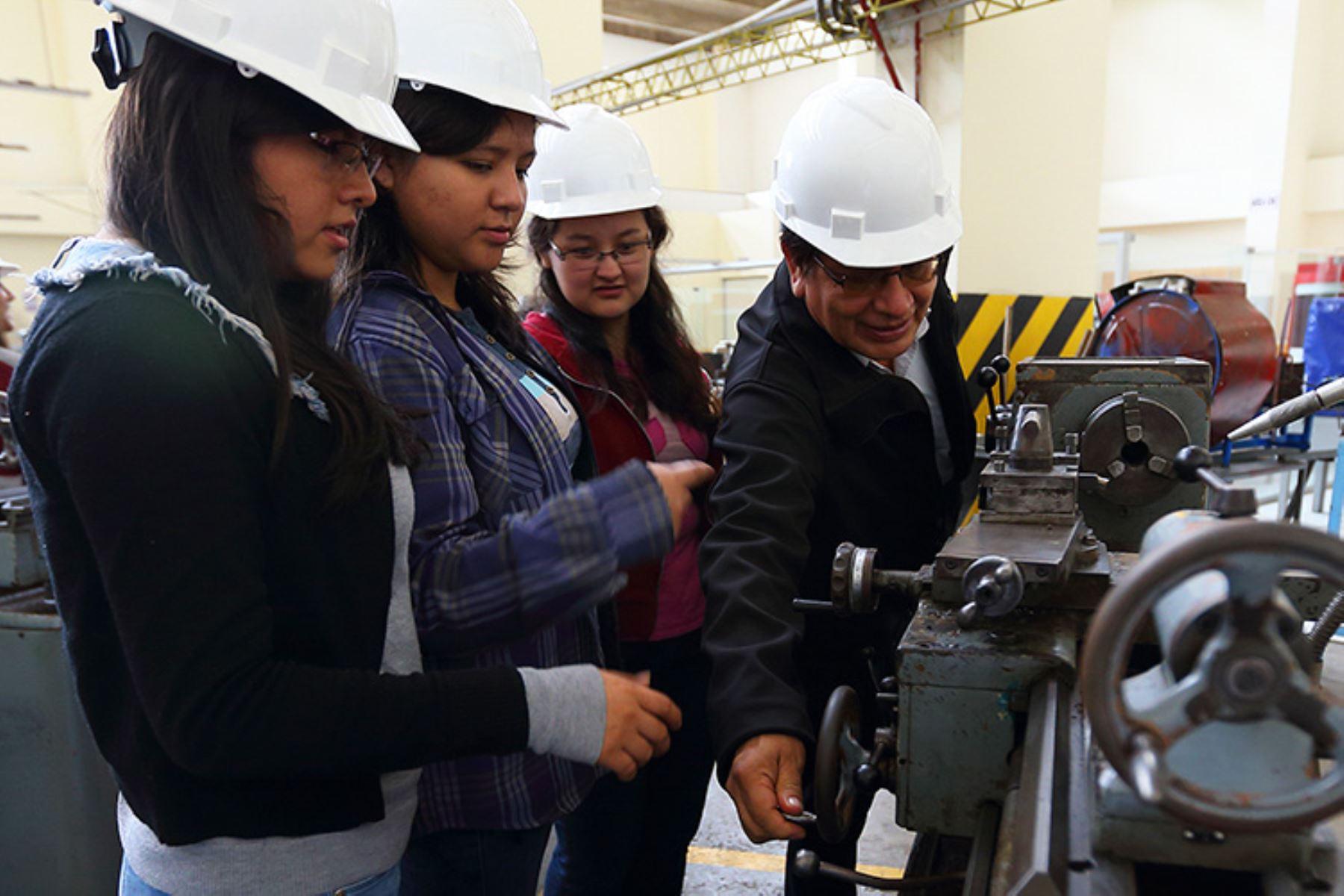 Sineace brindó relación de carreras de ingeniería acreditadas en Lima. Foto: Difusión