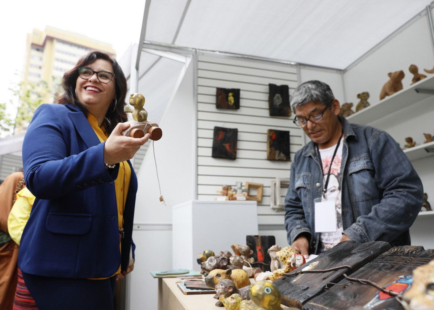 Primera Dama, Maribel Díaz, participó en inauguración de Feria Arte Nativa en Miraflores. Foto: Mincetur.