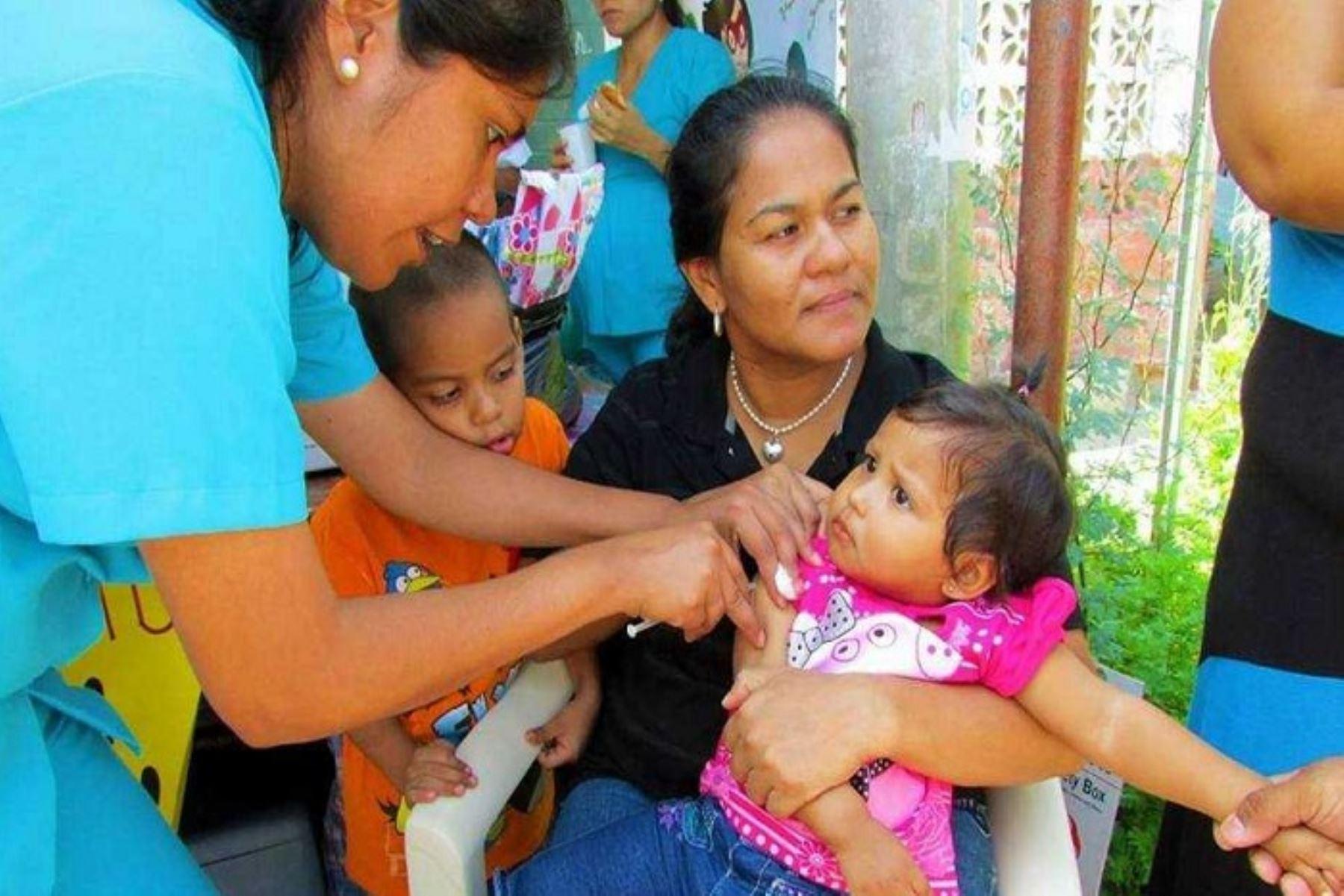 Con el propósito de proteger a la población de las enfermedades inmunoprevenibles, el Ministerio de Salud (Minsa) oficializó las actividades de la Semana de Vacunación en las Américas, las cuales se realizarán del 20 al 30 abril en todo el país. ANDINA/Difusión