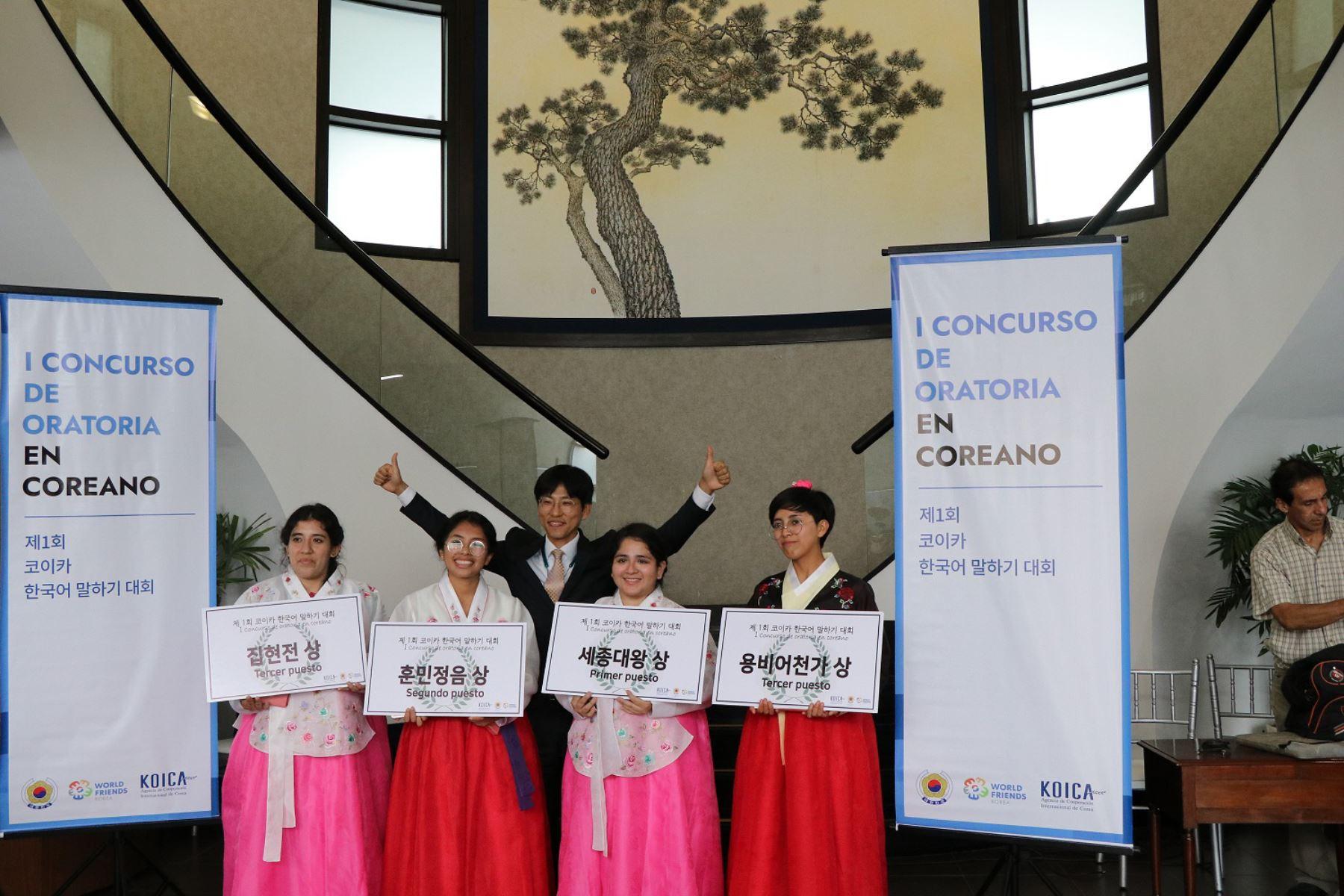 Ganadoras del Primer Concurso de Oratoria en Idioma Coreano. Foto: Embajada de Corea