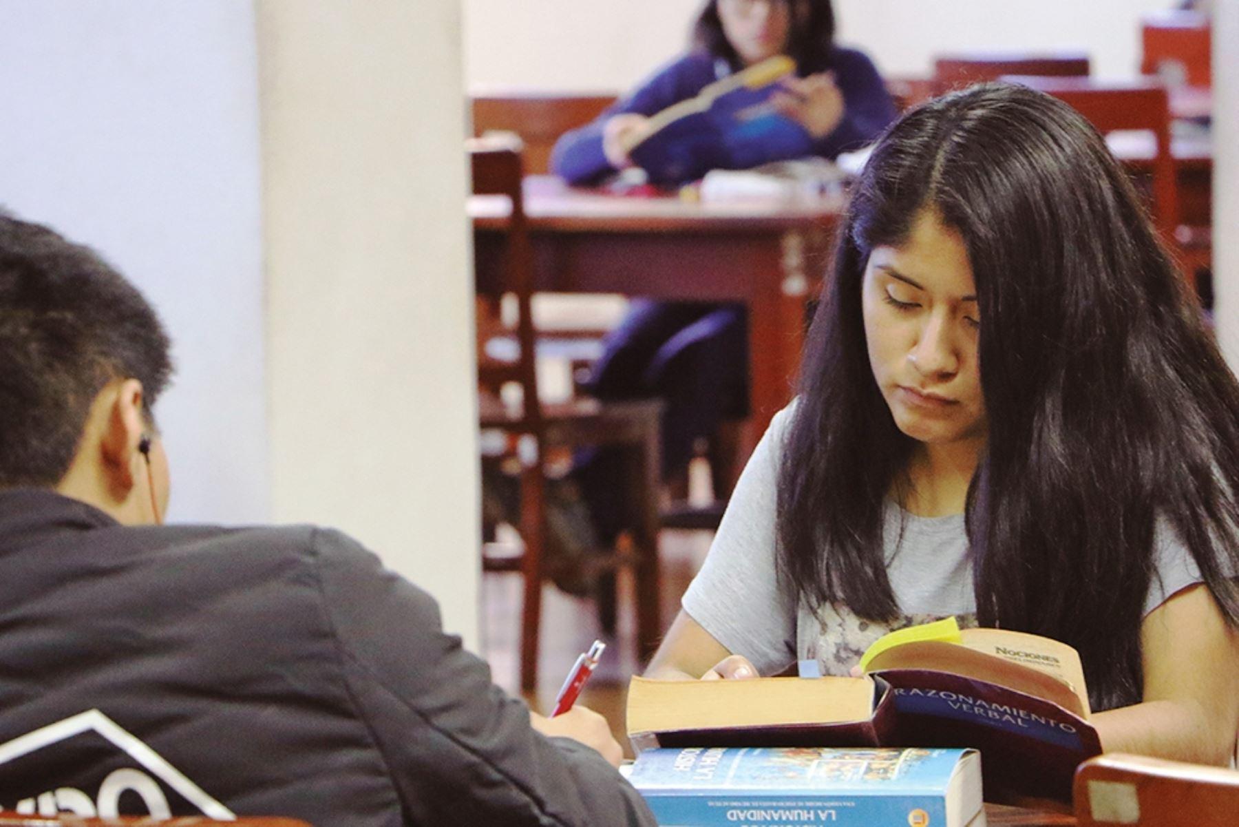 Usuarios lectores de la Biblioteca Nacional del Perú. Foto: ANDINA/Difusión.