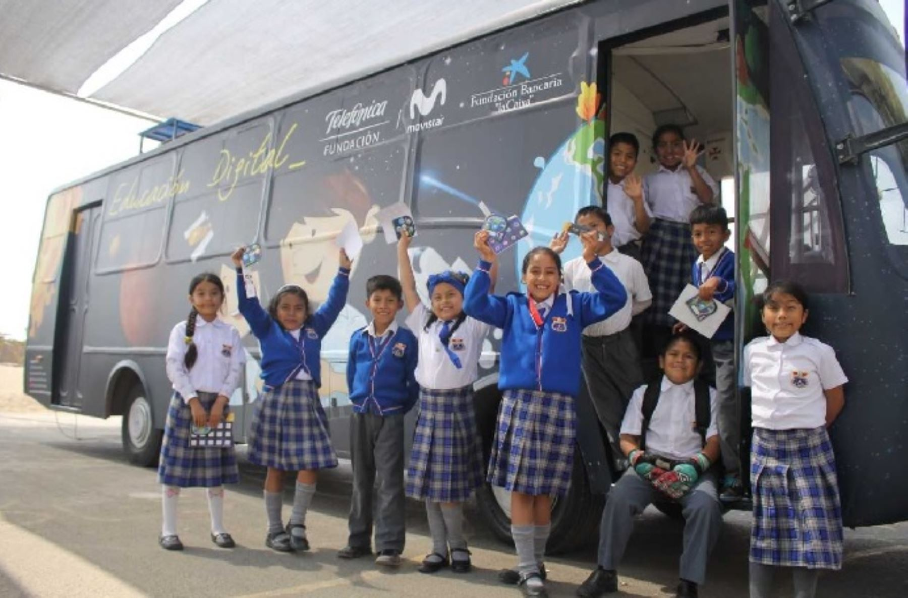 "Premian a ""Bus Educación Digital"" que benefició a 180,000 escolares"