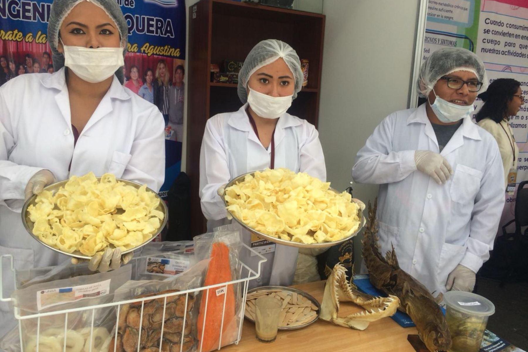 Hojuelas de pota, que pueden ser dulces o saladas, fueron desarrolladas por estudiantes de la Escuela Profesional de Ingeniería Pesquera de la UNSA.