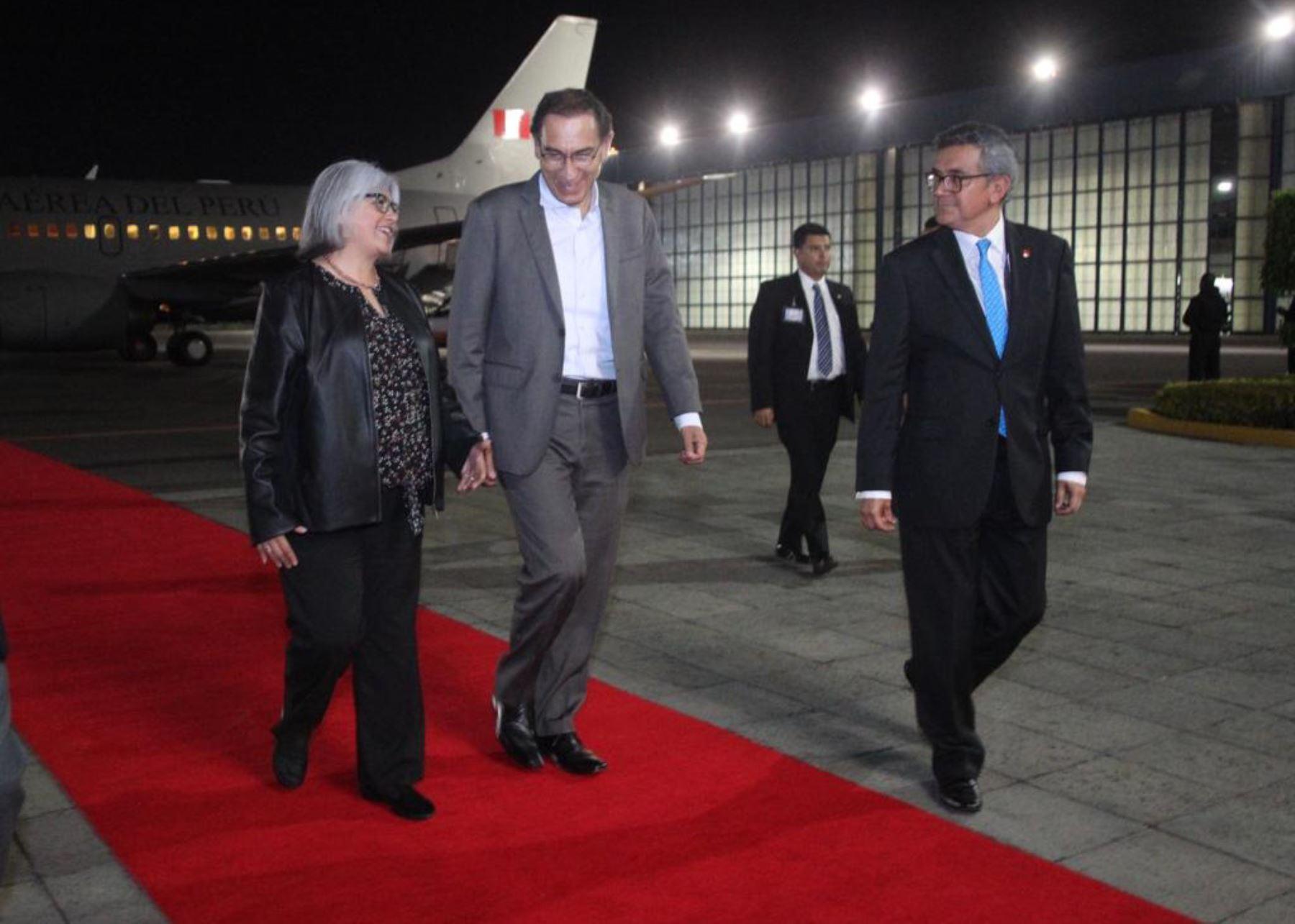 Presidente Martín Vizcarra llegó a México para toma de mando de Manuel López Obrador.