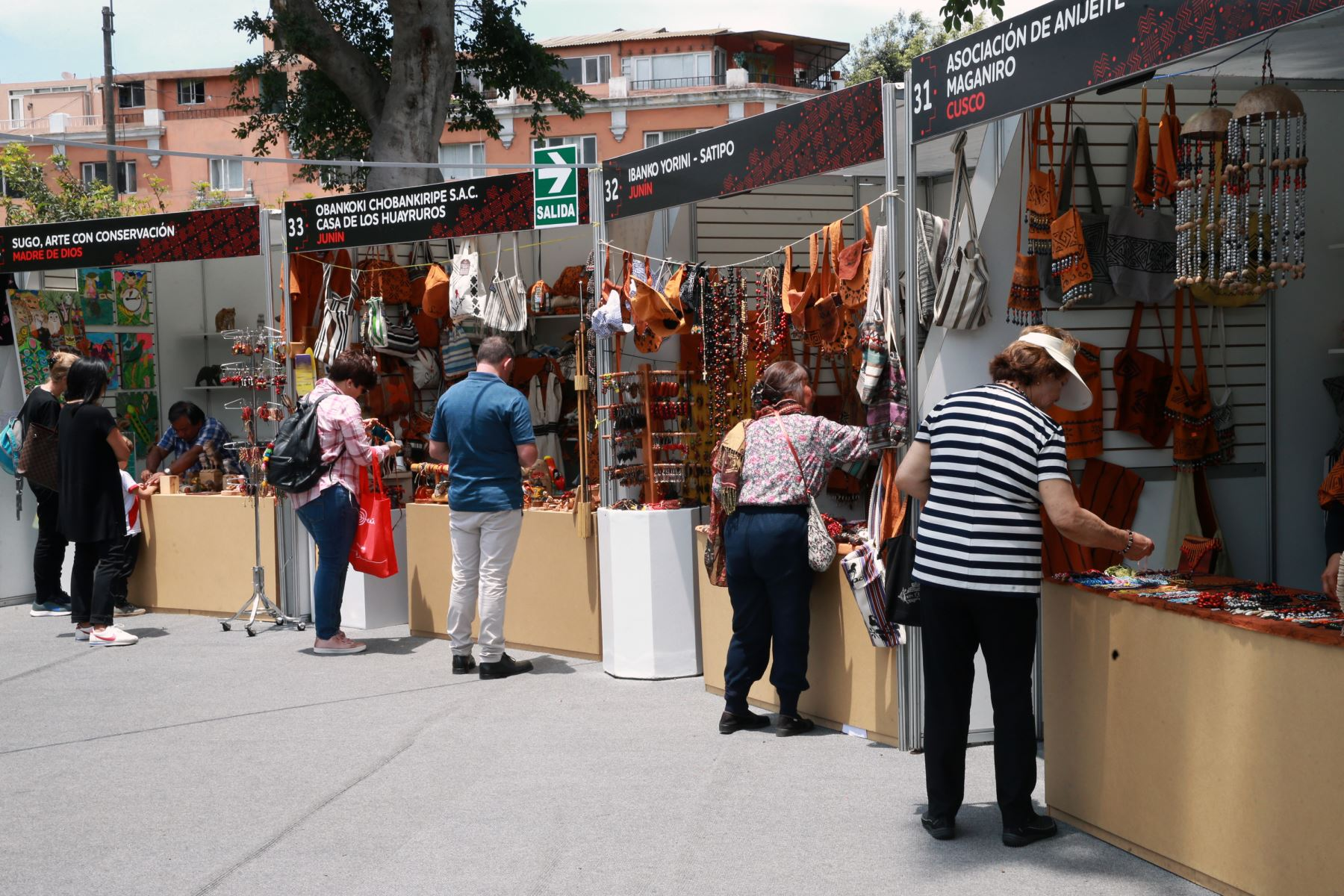 Feria Arte Nativa 2018 muestra variada oferta artesanal de productos que incluyen piezas de cerámica, textil, bisutería, trabajos en madera, fibra vegetal y pintura. Foto: ANDINA/Norman Córdova