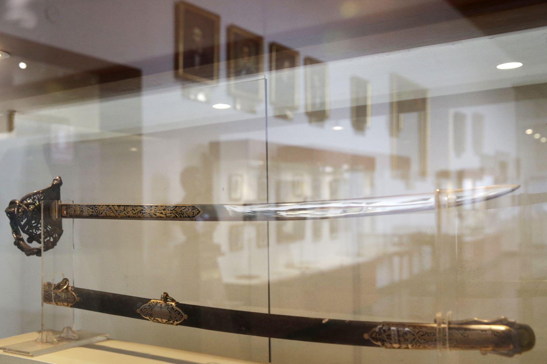 Museo Naval. Réplica de la espada que las damas peruanas residentes en Europa enviaron a Miguel Grau por sus triunfos en la campaña naval. La original se guarda en la cripta de la escuela naval. Foto: ANDINA/Melina Mejía