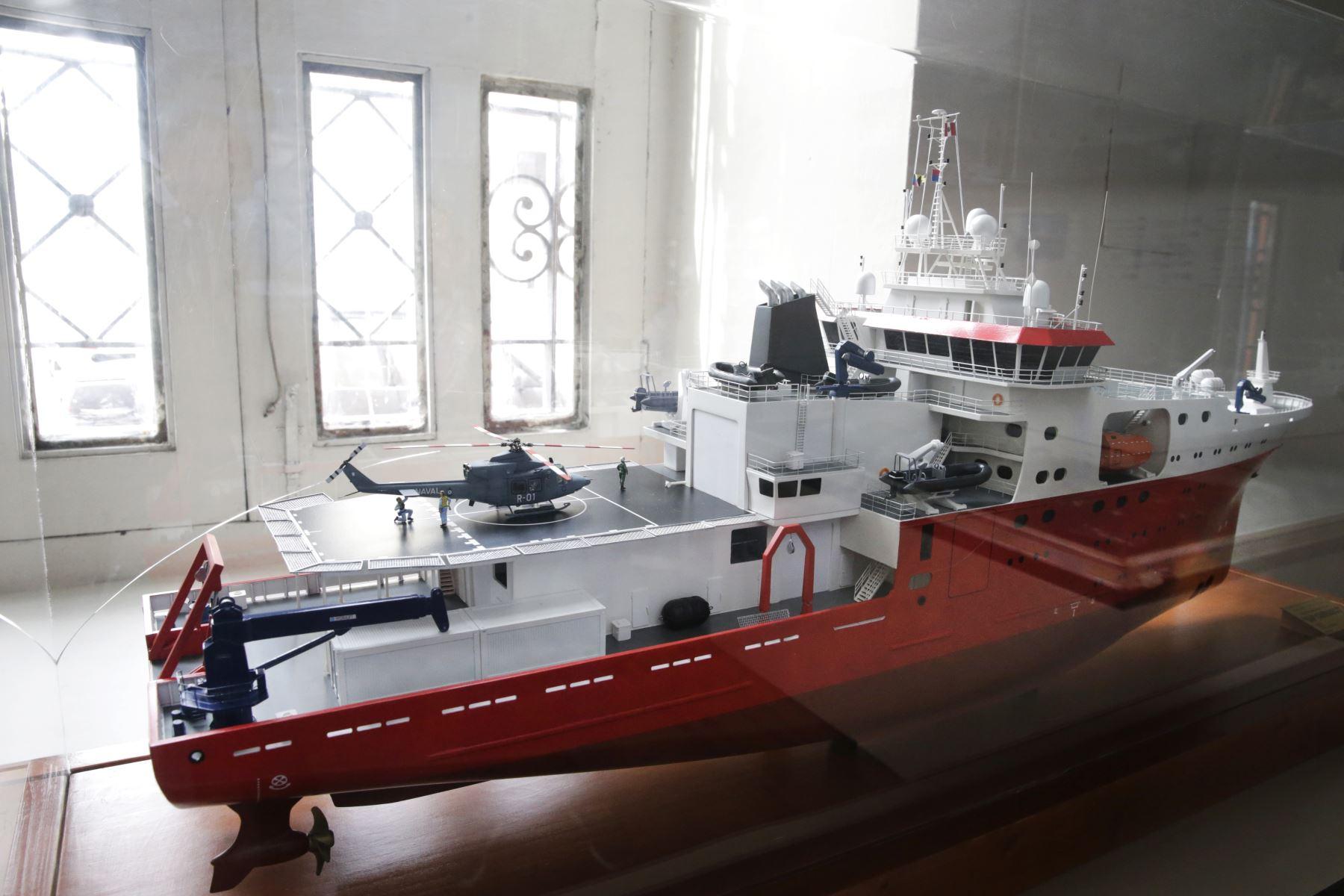 Museo Naval. Maqueta del BAP CARRASCO buque hidrografico que se incorporó este año a la Armada. Tiene un rompehielos. Su misión es ir a la Antártida. Foto: ANDINA/Melina Mejía