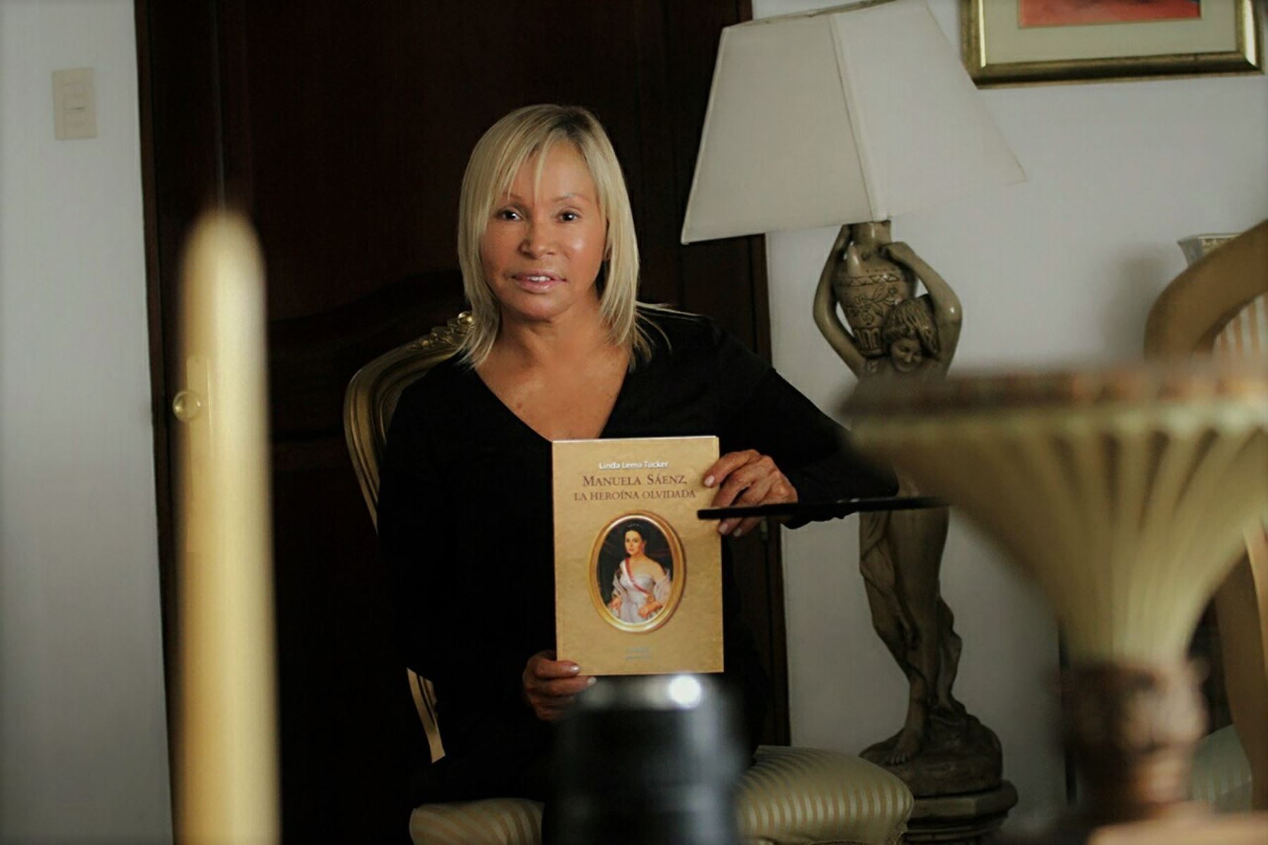 La socióloga y escritora Linda Lema Tucker destaca aspectos poco revelados de Manuela Sáenz, quiteña que luchó por la independencia del Perú y América.