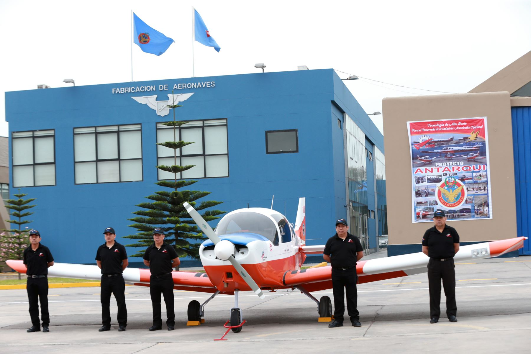 El Comandante General de la Fuerza Aérea del Perú, General del Aire Rodolfo García Esquerre, entrega al Comando de Operaciones los primeros tres aviones Alarus CH-2000 (de procedencia canadiense) .Foto: ANDINA/Norman Córdova