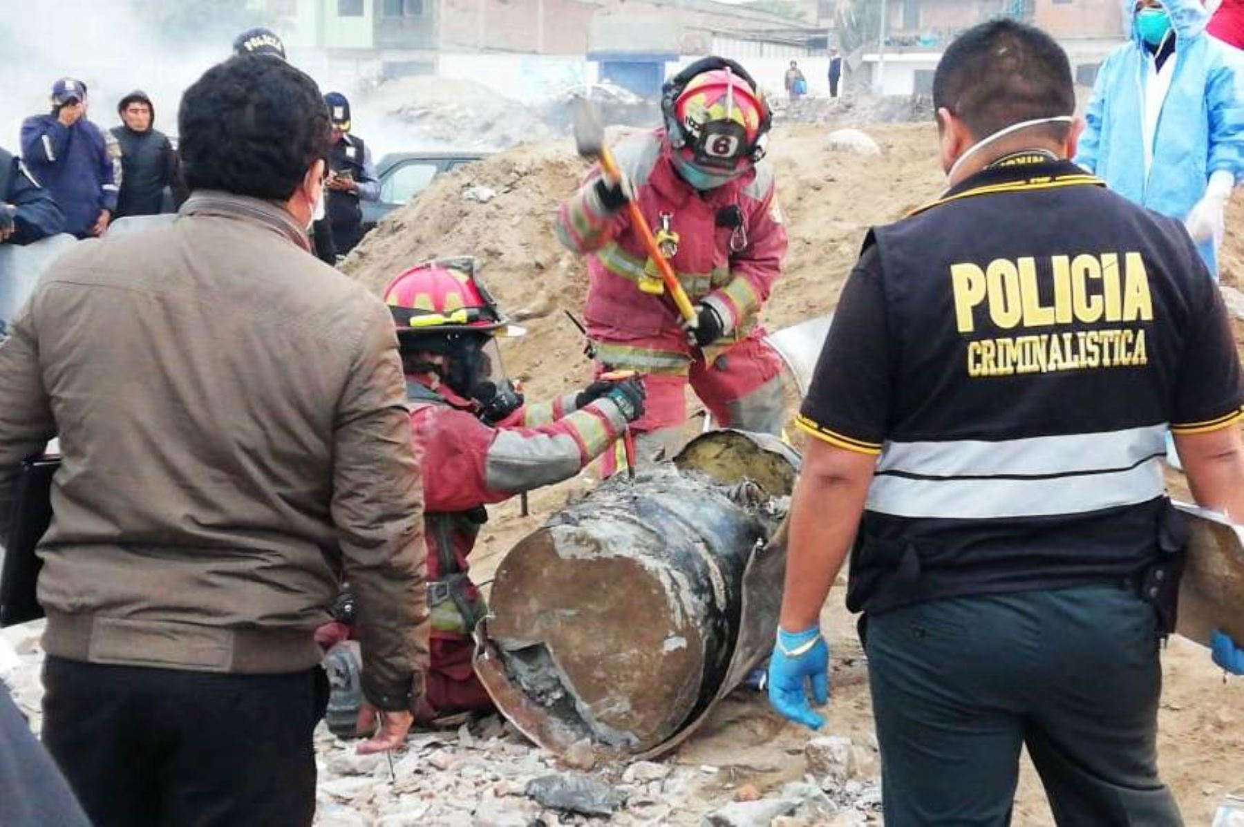 Hallan cadáver dentro de cilindro que iba a ser enterrado en Villa El Salvador. Foto: @washington12589