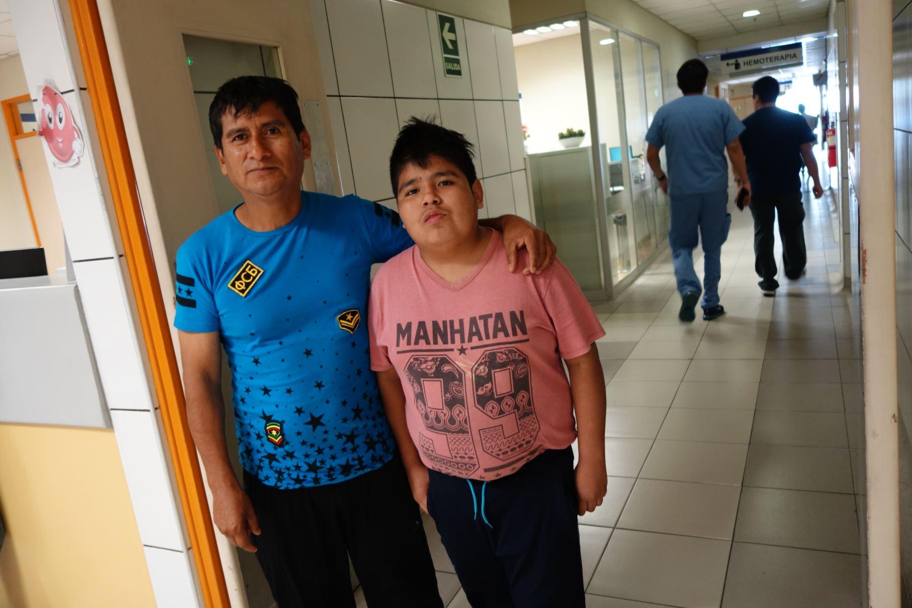 El 2 de diciembre del 2017, el señor Víctor Blas Pérez ingresó al quirófano para hacer cumplir un mandato moral: todo hombre está dispuesto a dar la vida por sus hijos. Él le daría un riñón a su hijo Carlos.Foto:José Vadillo