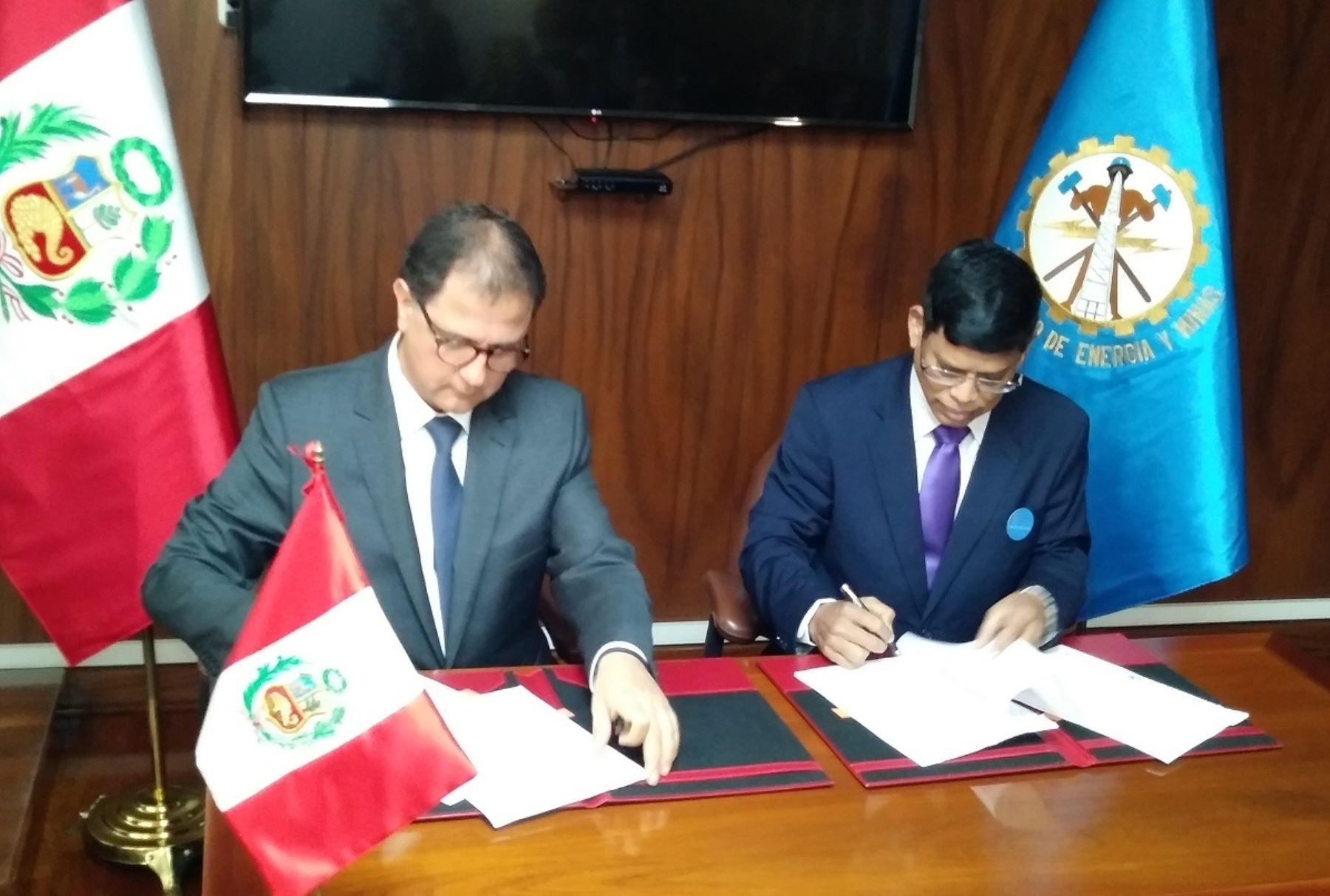 El Ministerio de Energía y Minas y la Alianza Solar Internacional suscriben un acuerdo de cooperación ejecutiva. FOTO: ANDINA