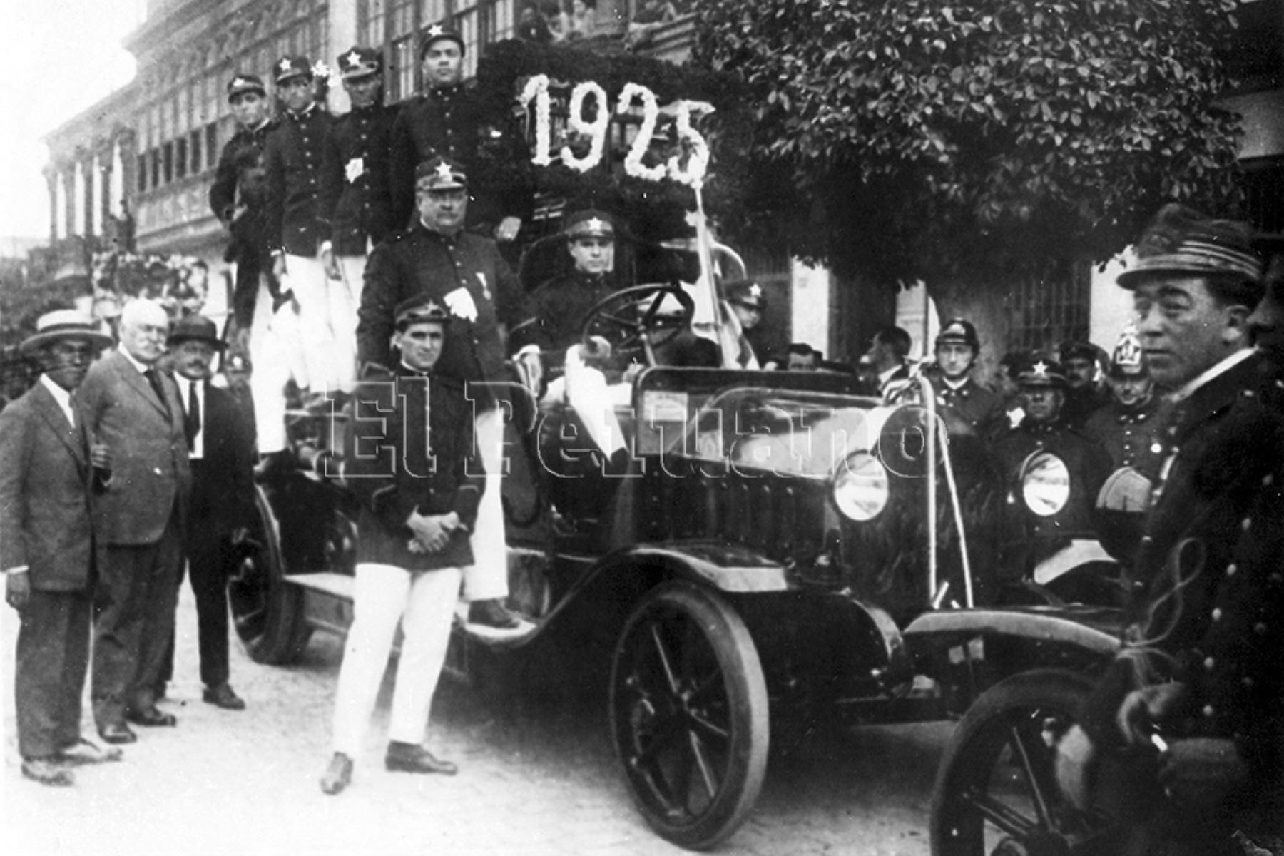 Lima, 1925 / Bendición de la autobomba de la Compañía de Bomberos Italia N° 2. Foto: Archivo Histórico de EL PERUANO