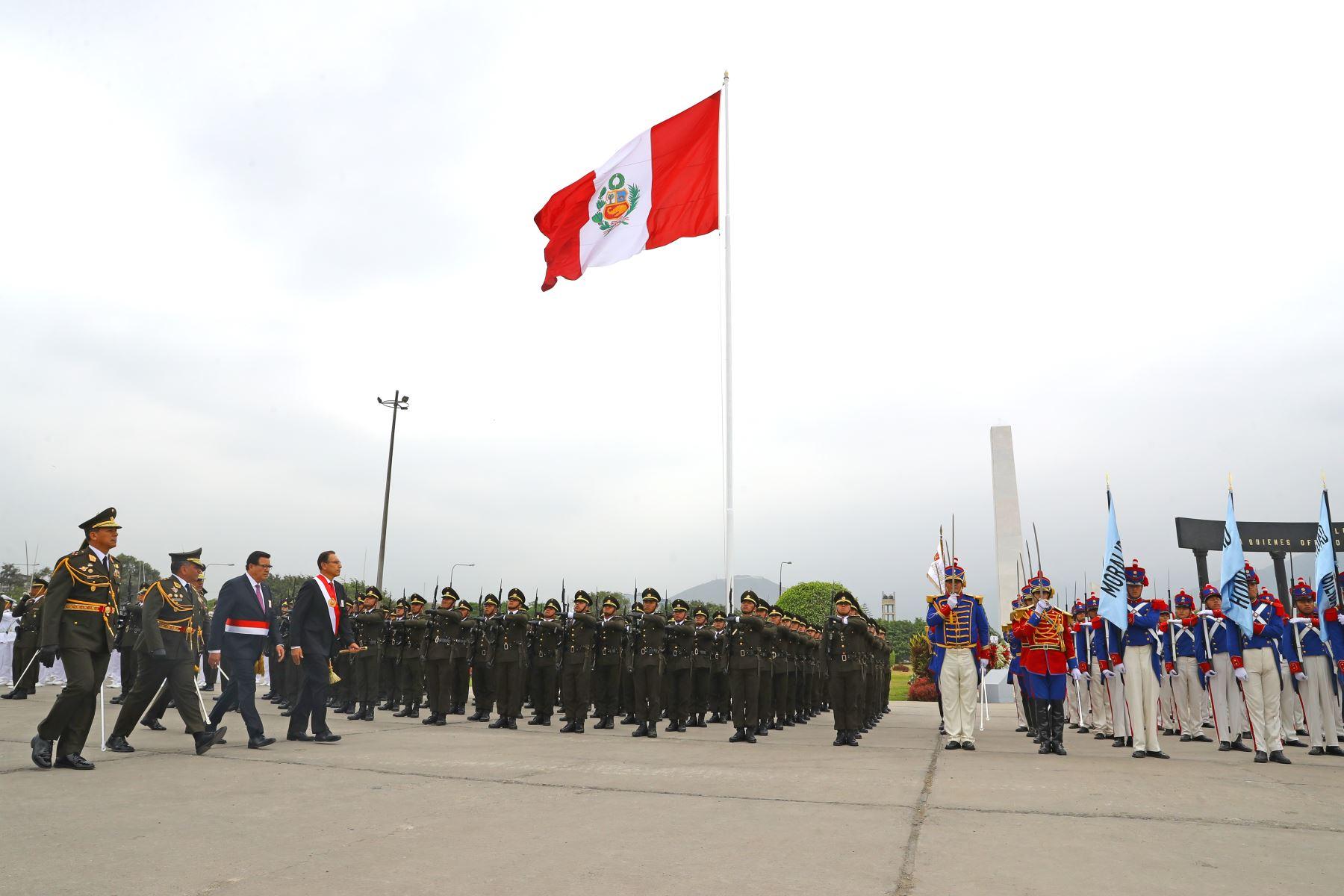 El presidente de la República, Martín Vizcarra, participa en la ceremonia central por el día del Ejército del Perú y el 194° aniversario de la batalla de Ayacucho.Foto: ANDINA/Andres Valle/Prensa Presidencia