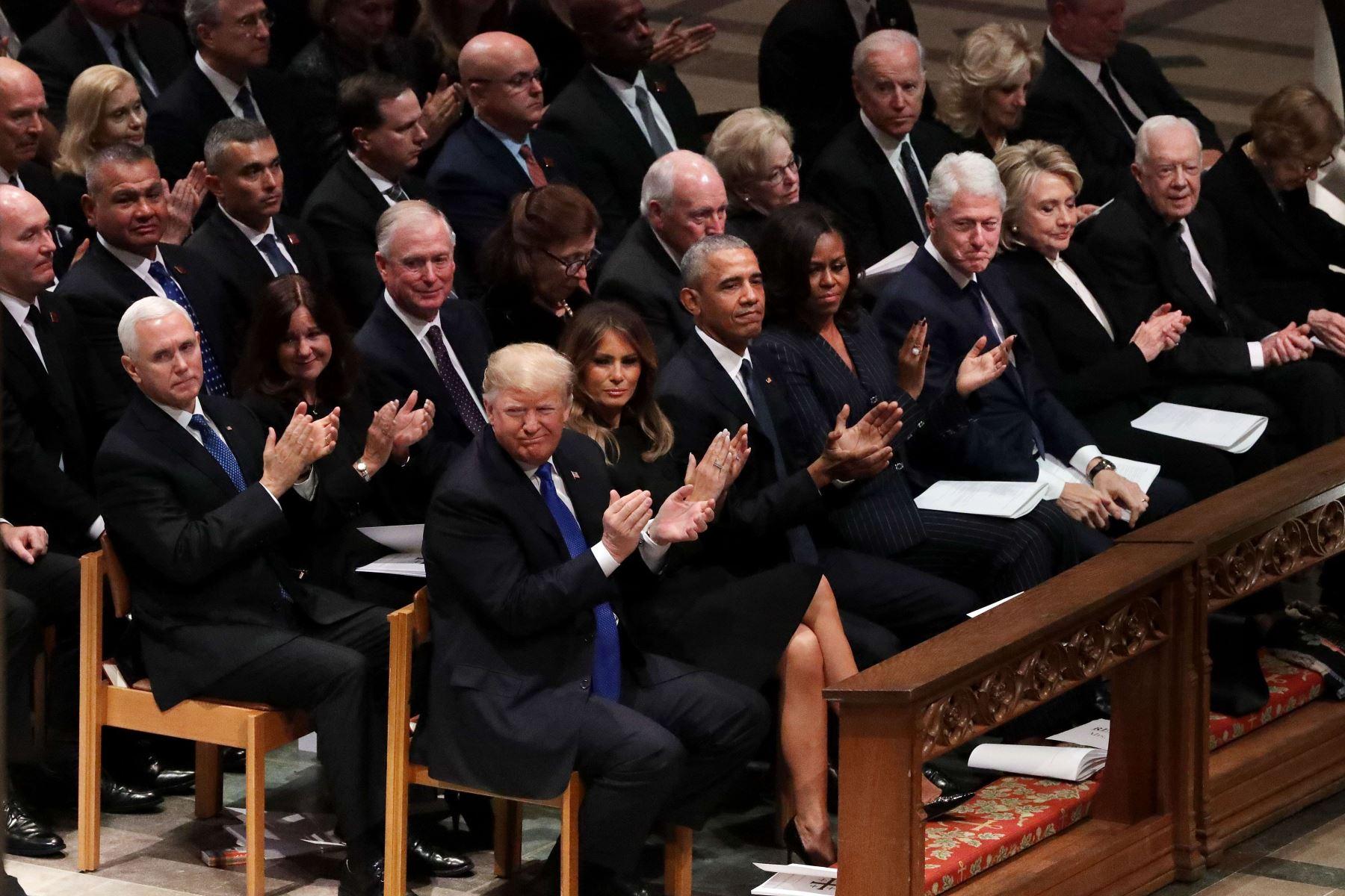 El presidente Donald Trump, la primera dama Melania Trump; y los ex presidentes Obama, Clinton y Carter en el funeral de George H.W. Bush Foto: AFP