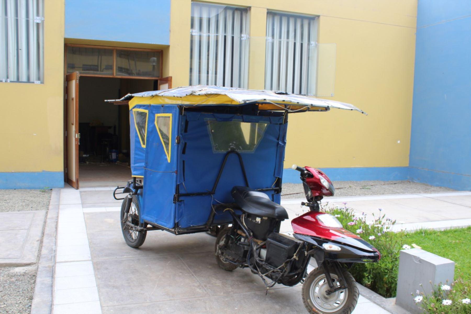 Mototaxi que funciona con la luz solar creada por profesor y estudiantes sanmarquinos.. Foto: Cortesía
