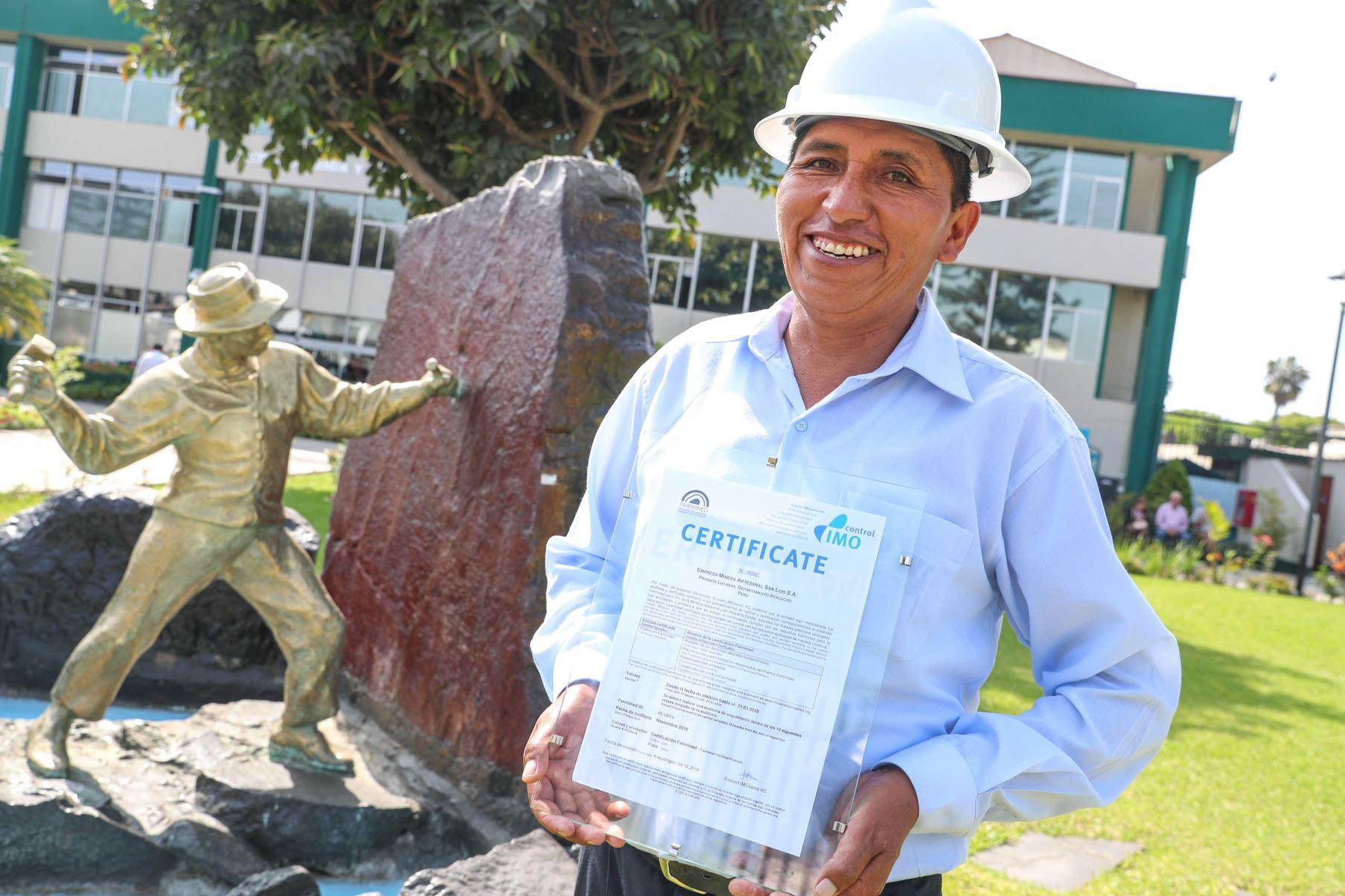 Reconocen a empresa minera artesanal de Ayacucho por obtener certificación de oro responsable.