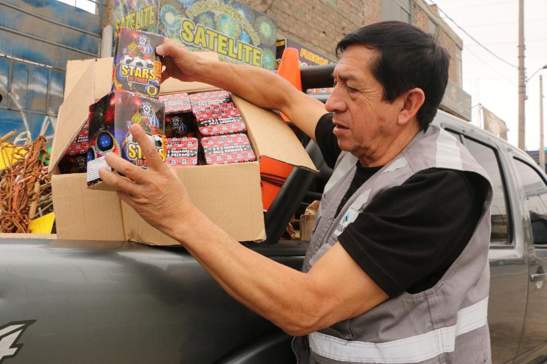 Sucamec interviene locales de venta ilegal de productos pirotécnicos. Foto: ANDINA/Difusión.