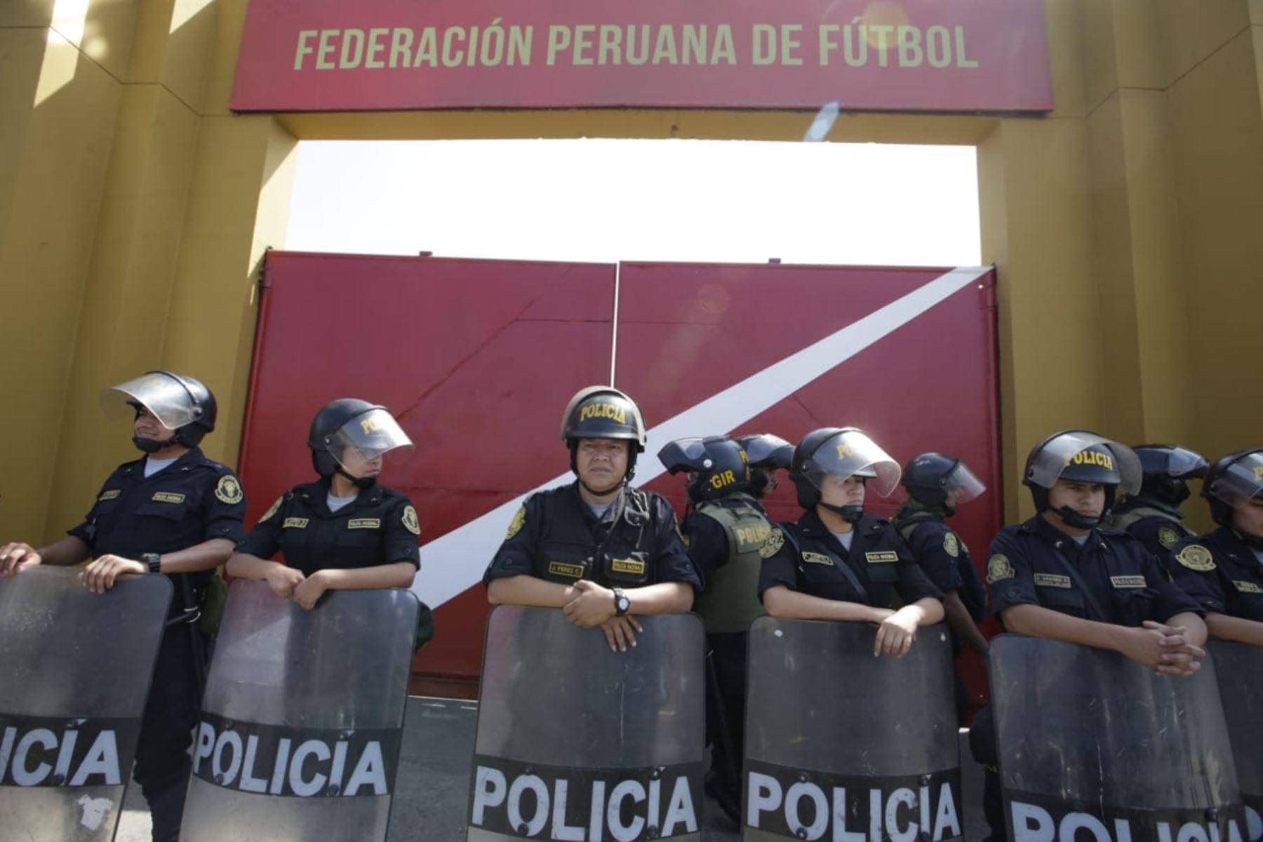 Llegada de la fiscal, Sandra castro es la fiscal en la Videna. Foto: ANDINA/Melina Mejía