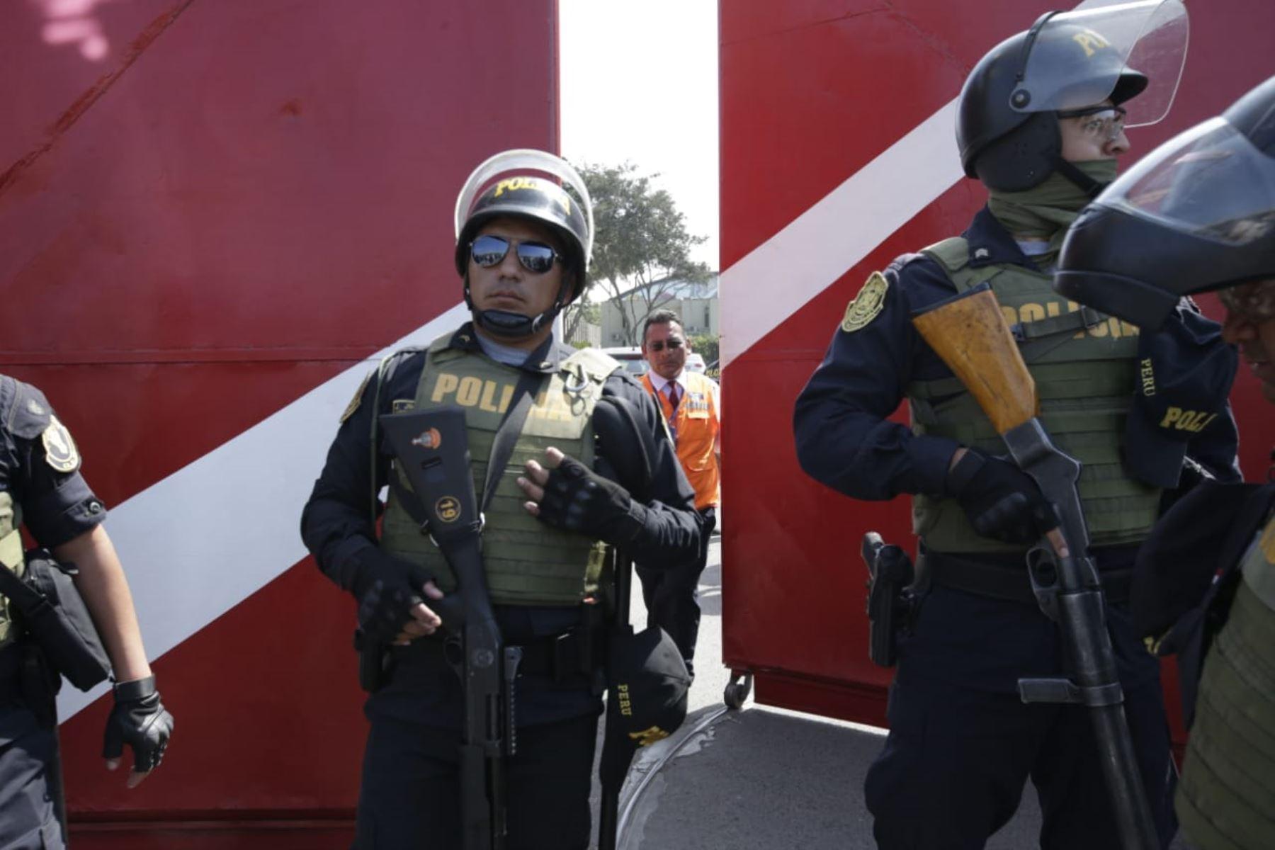 Llegada de la fiscal Sandra Castro a la Videna. Foto: ANDINA/Melina Mejía.
