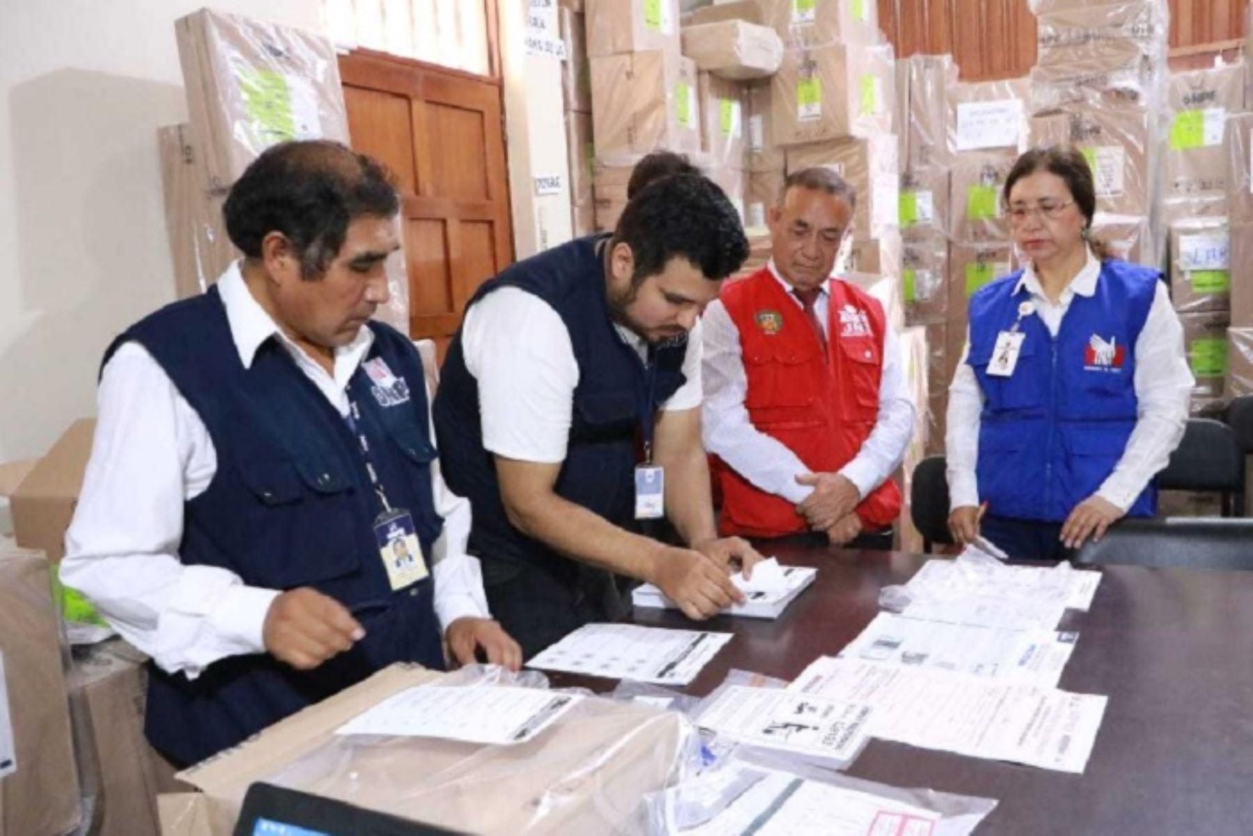 Trujillo: autoridades revisan material electoral para referéndum