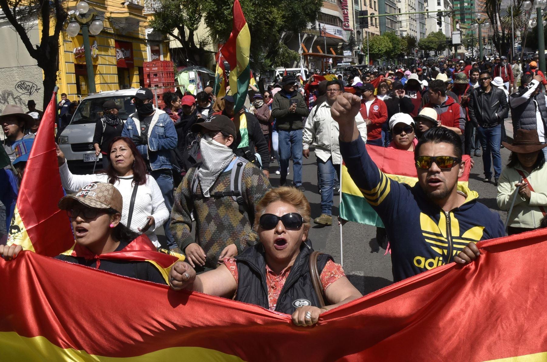 La gente marcha contra la nominación del presidente boliviano Evo Morales como candidato a la reelección Foto: AFP