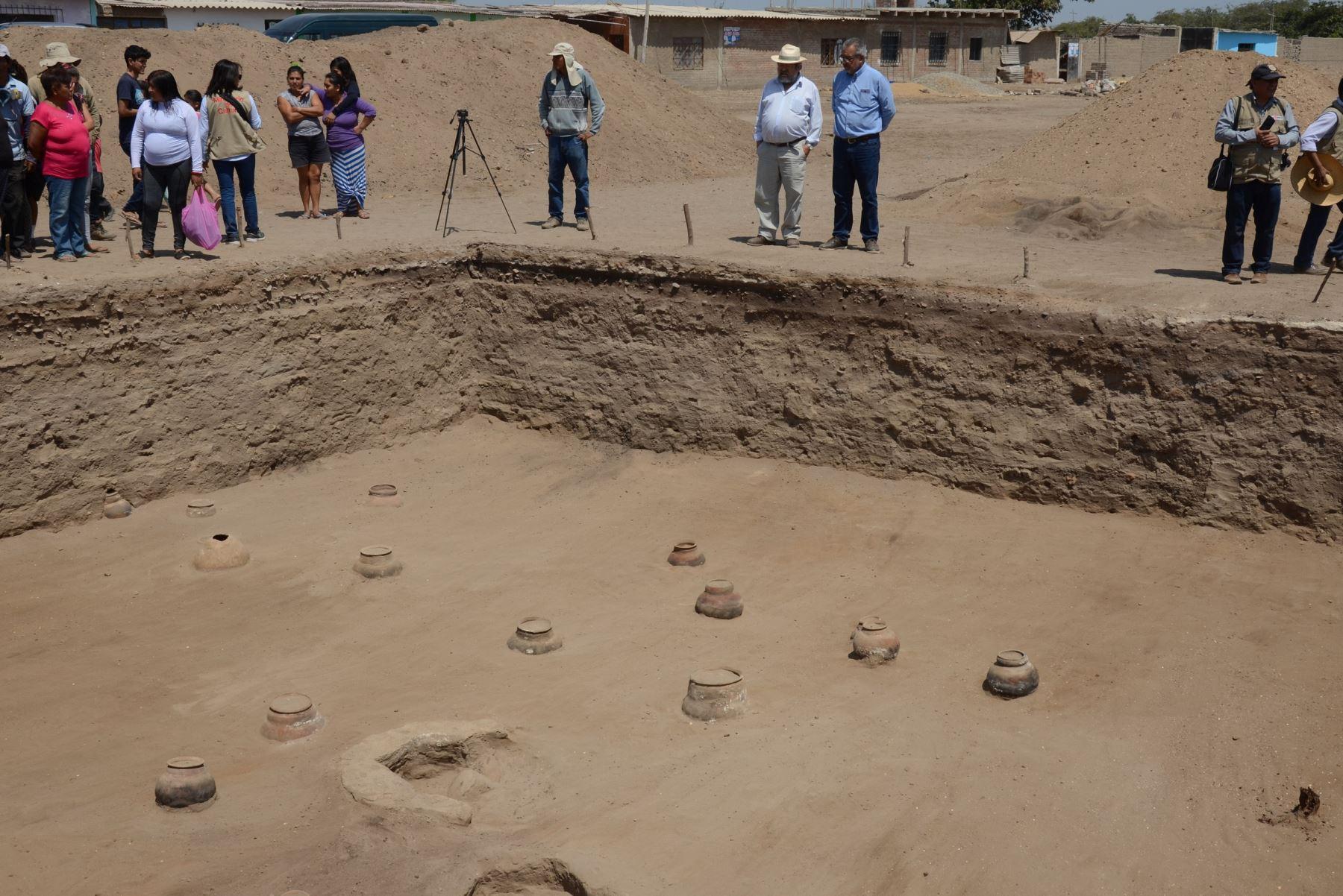 En el complejo arqueológico El Chorro, ubicado en el distrito chiclayano de Pomalca,se descubrió un cementerio con un área para banquetes conmemorativos a los muertos.