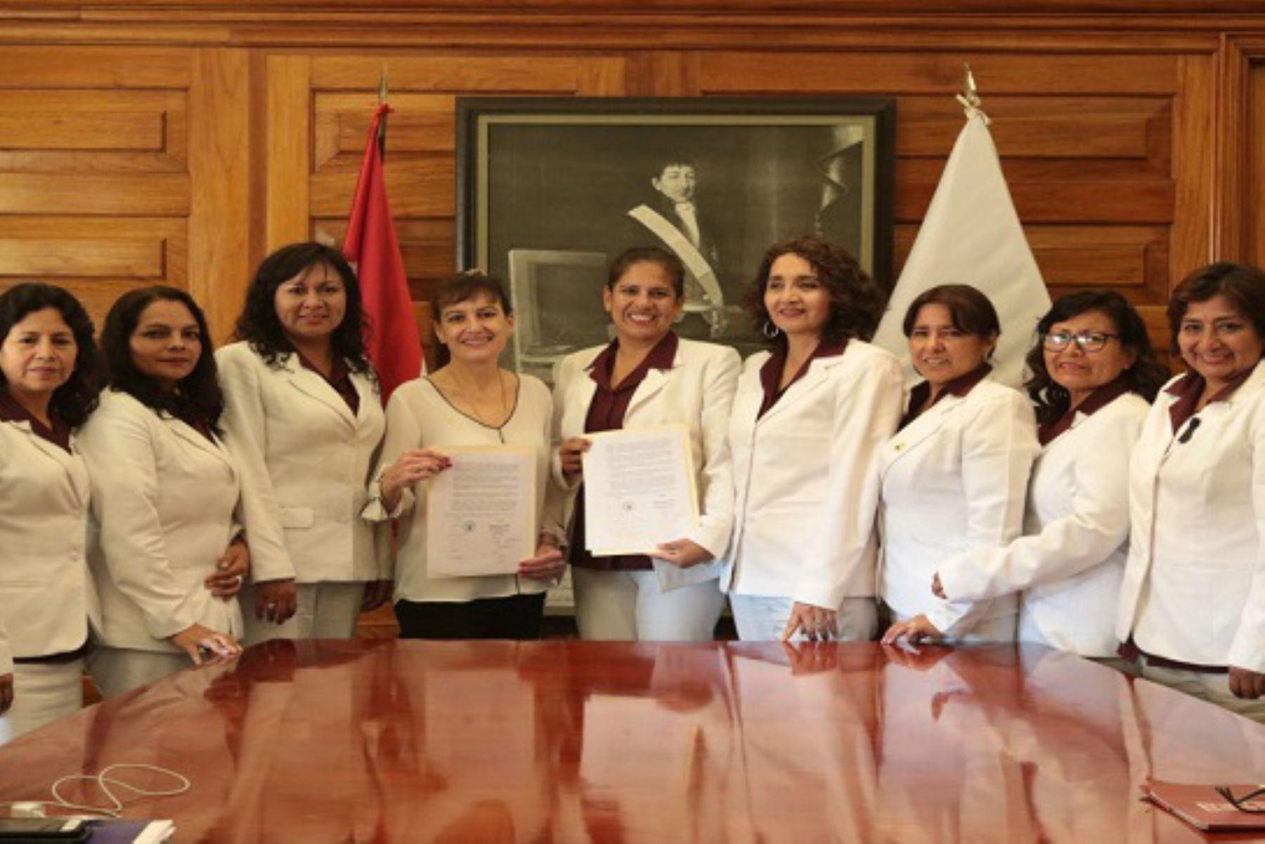 Ministra Pessah, valoró aporte a la salud pública de este gremio profesional.