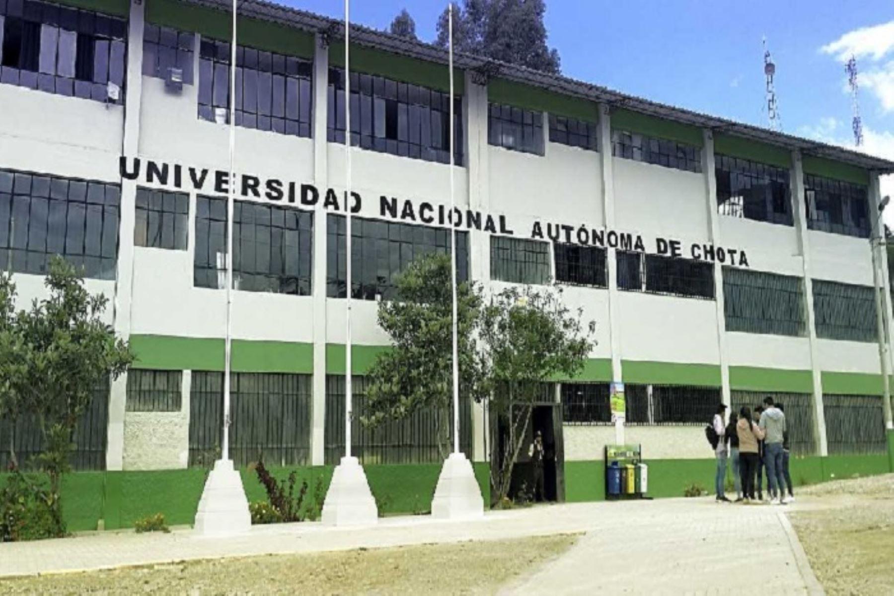 La Superintendencia Nacional de Educación Superior Universitaria (Sunedu) otorgó la licencia institucional por un periodo de 6 años a la Universidad Nacional Autónoma de Chota (UNACH), en la región Cajamarca, luego de constatar que dicha casa de estudios reúne las Condiciones Básicas de Calidad (CBC) establecidas en la Ley Universitaria.