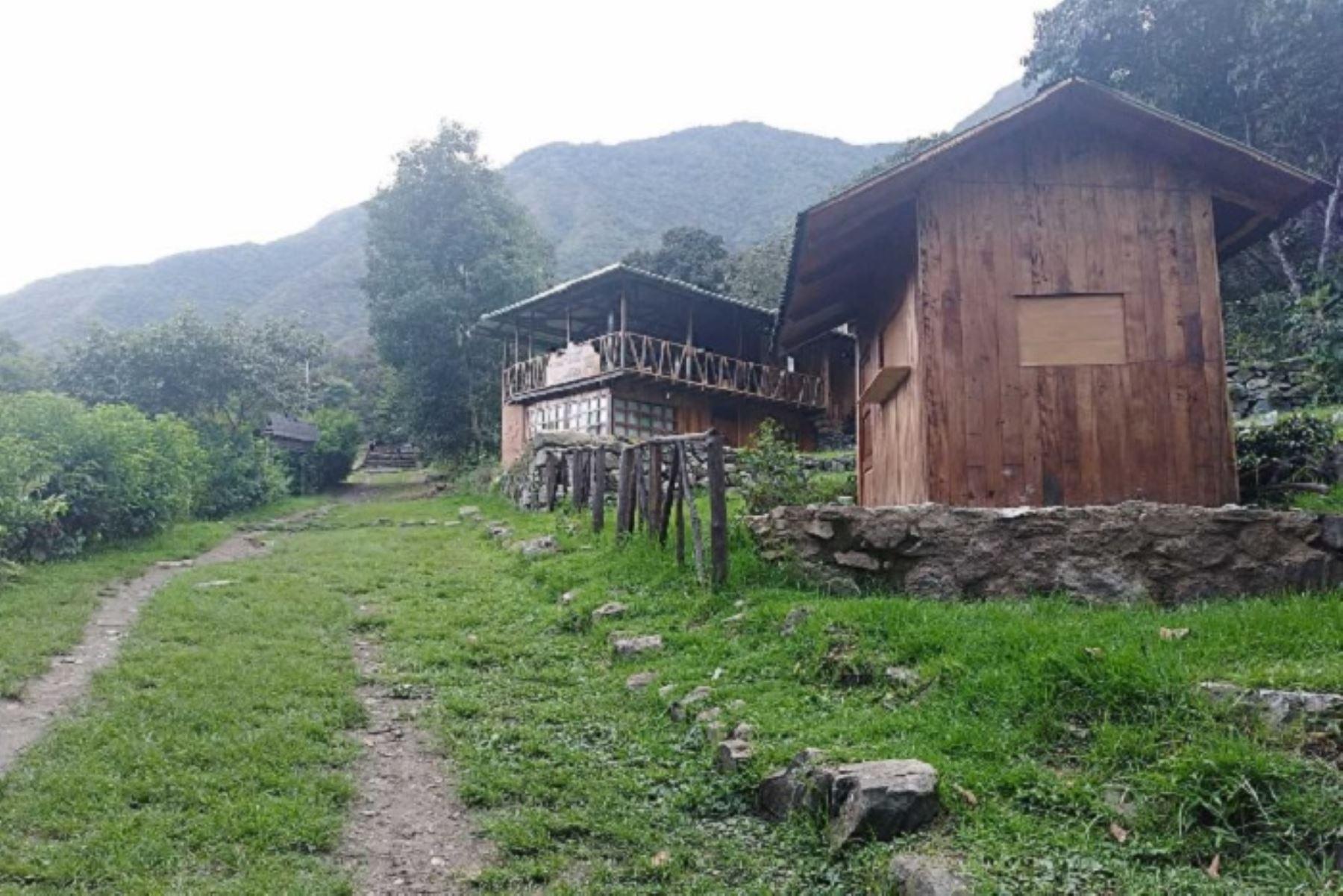El ingreso al monumento arqueológico de Llaqtapata, del parque arqueológico de Machu Picchu, ya cuenta con un puesto de vigilancia ubicado en el sector de Luqmabamba, que se encargará del control de ingreso de visitantes nacionales y extranjeros.