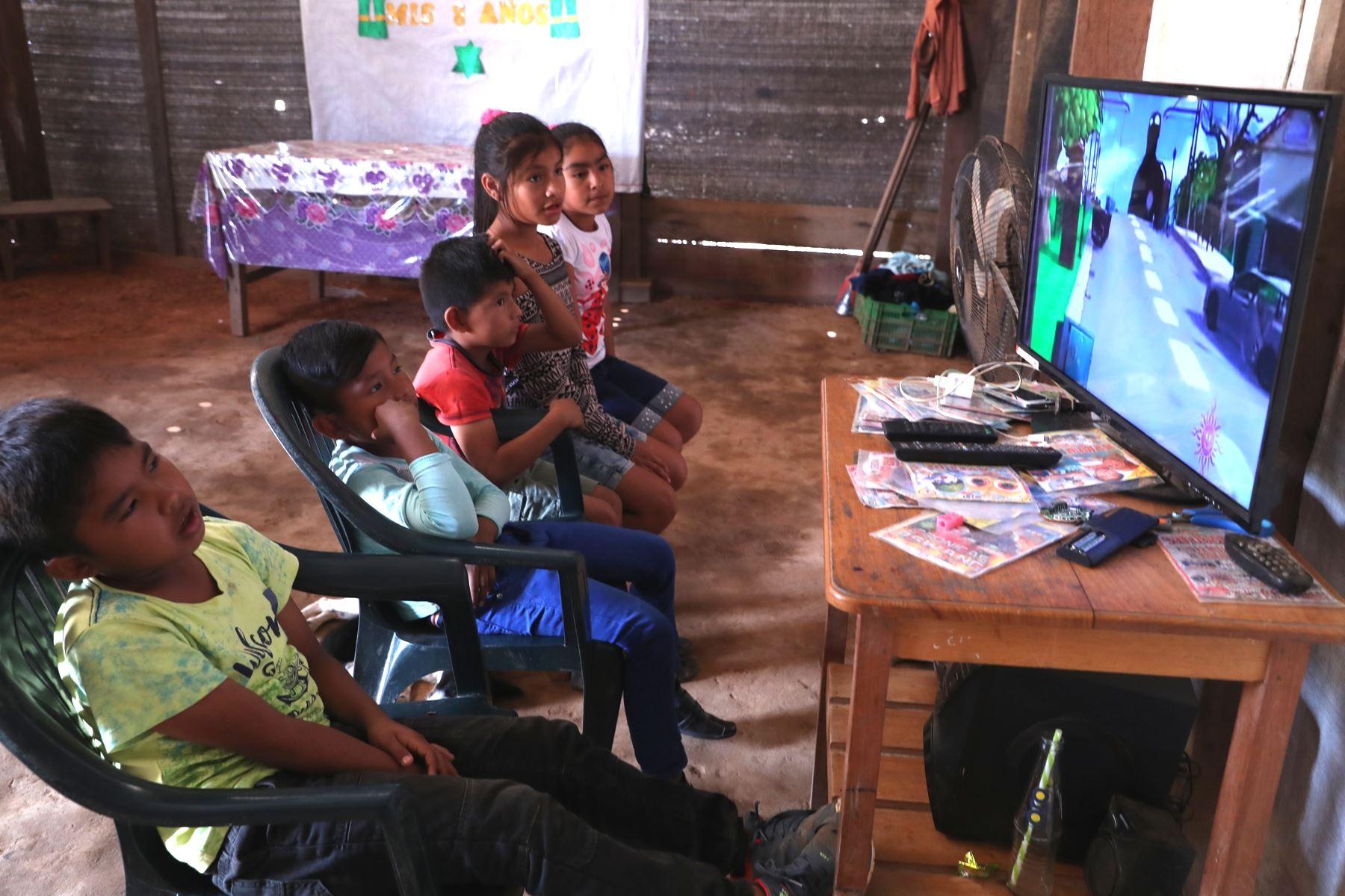 Niños y adolescentes peruanos prefieren la TV e internet. Foto: ANDINA/archivo.