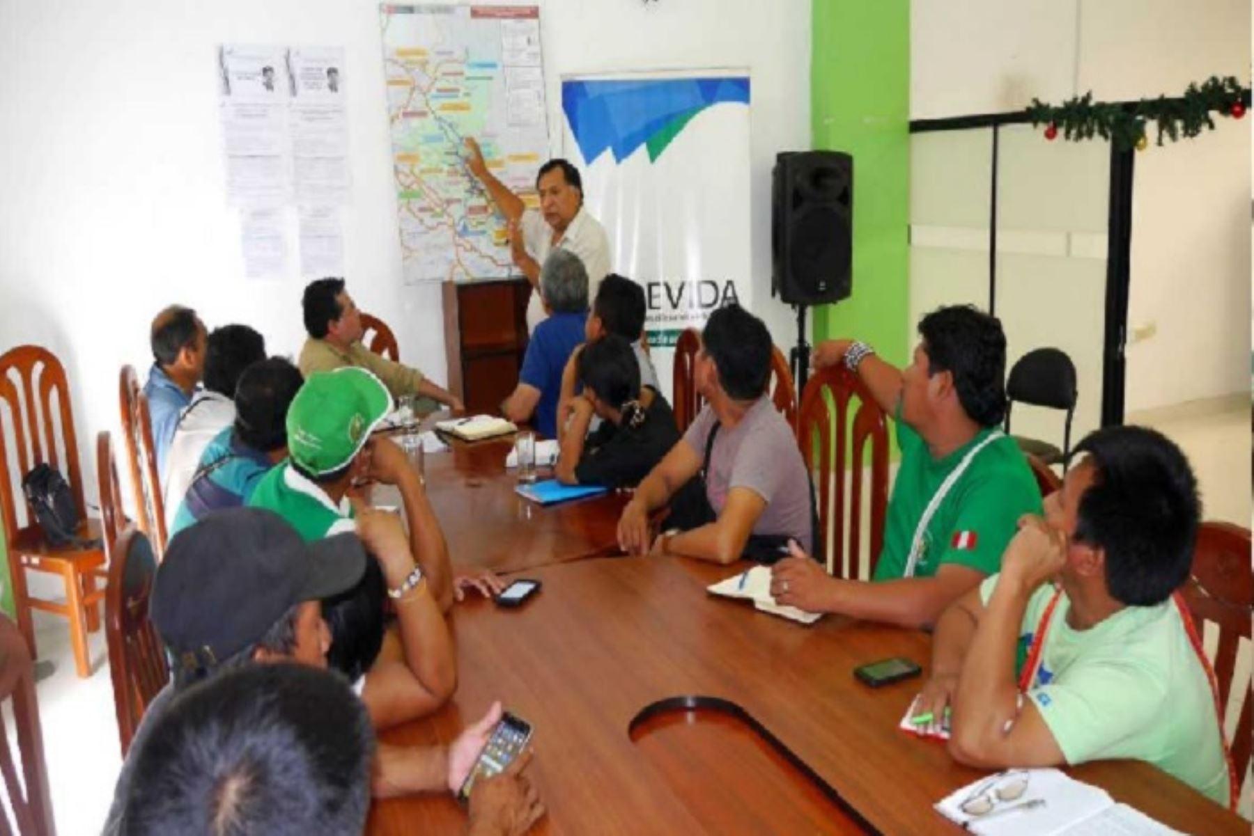 Representantes de la Comisión Nacional para el Desarrollo y Vida sin Drogas (Devida) sostuvieron reuniones de trabajo con líderes de comunidades nativas y productores de la selva central, en las que se lograron varios acuerdos orientados a fortalecer el desarrollo económico y social de la zona.