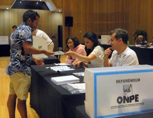 Peruanos en el mundo sufragan por Referéndum Nacional 2018