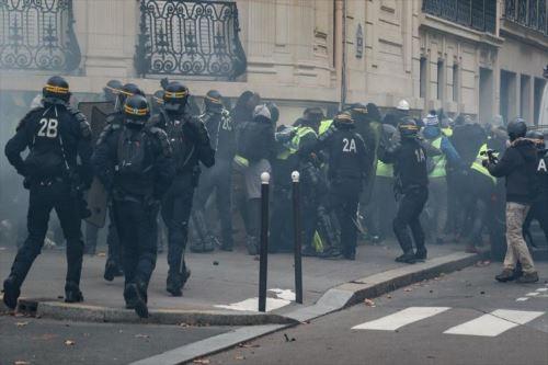 Un total de 1.723 detenciones el sábado en Francia Foto: AFP