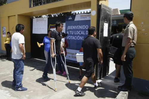 Referéndum 2018: Pobladores de Chorrillos se movilizan para emitir su voto