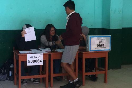 En Arequipa 3,084 jóvenes acuden a sufragar por primera vez.Foto:  ANDINA