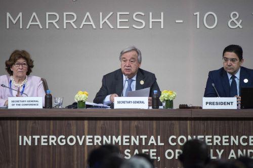 El Secretario General de las Naciones Unidas, Antonio Guterres habla como Ministro de Asuntos Exteriores y Cooperación Internacional de Marruecos, Nasser Bourita y Louise Arbour Foto: AFP