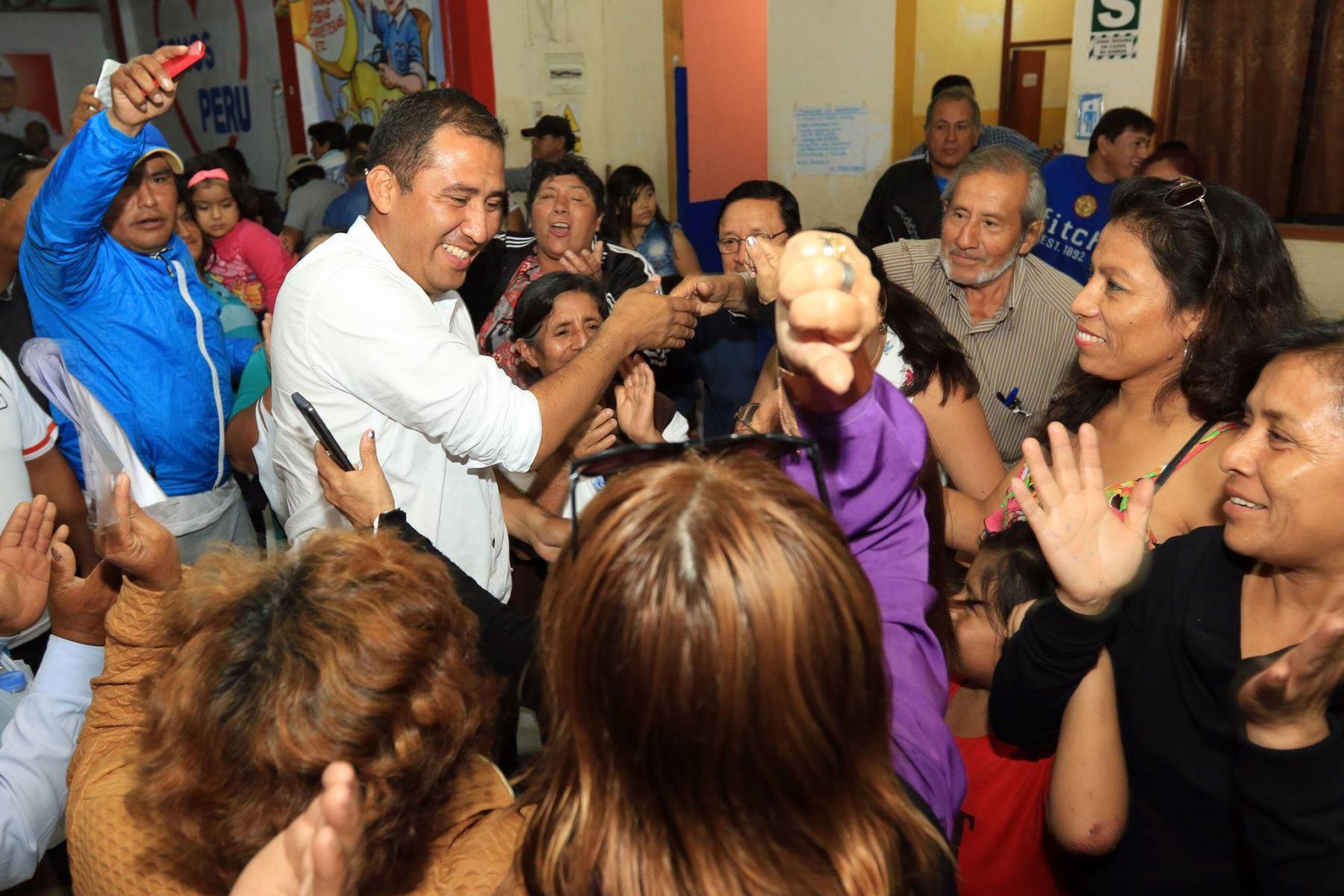 El electo gobernador regional de Áncash, Juan Carlos Morillo Ulloa (Somos Perú), afirmó que la política principal de su gobierno será la concertación con las demás fuerzas políticas de la región. ANDINA/Difusión