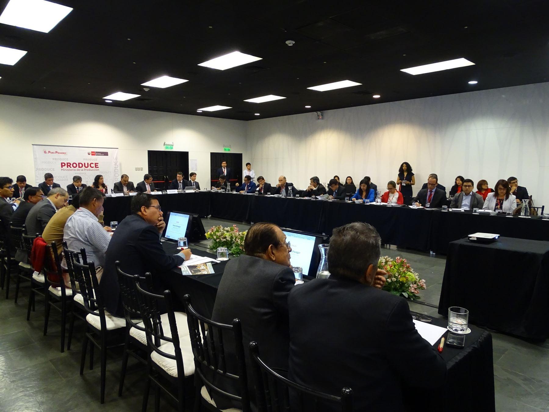 Reunión sobre estrategia nacional de parques industriales.