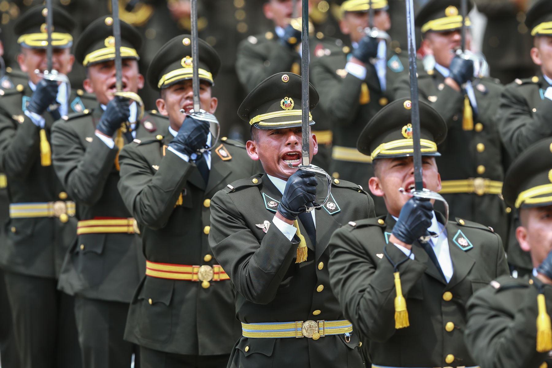 Jefe del Estado, Martín Vizcarra, encabeza la ceremonia de graduación de la 125° promoción de la Escuela Militar de Chorrillos.Foto: ANDINA/Carlos Lezama/Prensa Presidencia