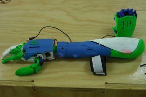 Universitarios de Huancayo innovan con prótesis biomédica 3D a bajo costo.