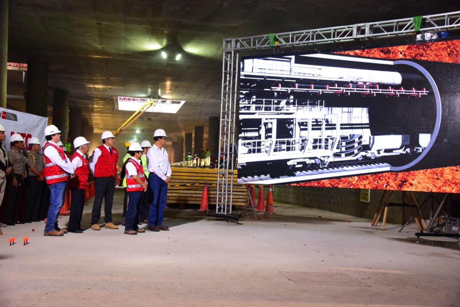 El presidente de la República, Martín Vizcarra, supervisa las obras de la Línea 2 del Metro de Lima. ANDINA/Difusión