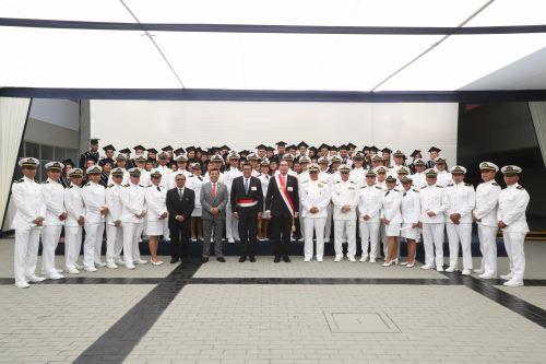Presidente Vizcarra participó en la clausura del año académico de la Escuela de Marina Mercante