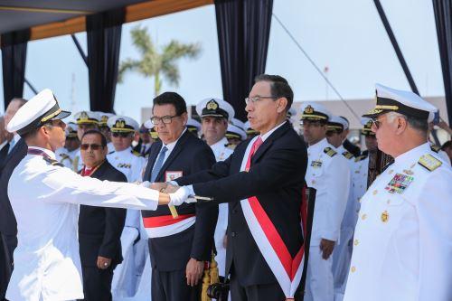 Presidente asiste a ceremonia de graduación en Escuela Naval del Perú