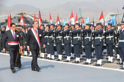 Presidente  Vizcarra asiste a ceremonia de graduación en la escuela de oficiales de la Fuerza Aèrea Perú